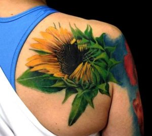 Beautiful Realistic Sunflower Tattoo On Right Back Shoulder
